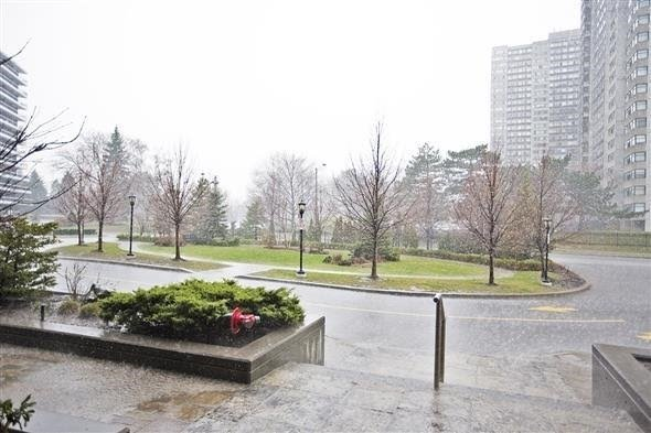 Condo Apartment at 135 Antibes Dr, Unit 2502, Toronto, Ontario. Image 4