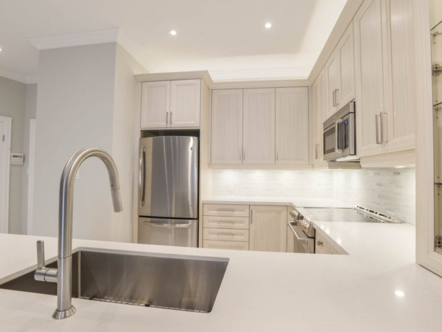 Condo Apartment at 25 The Esplanade, Unit 3016, Toronto, Ontario. Image 16
