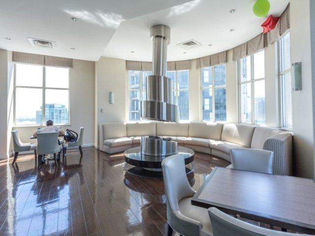 Condo Apartment at 25 The Esplanade, Unit 3016, Toronto, Ontario. Image 9