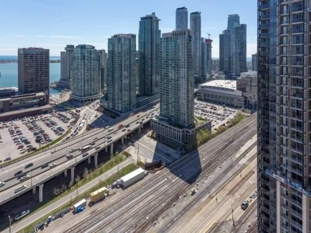 Condo Apartment at 25 The Esplanade, Unit 3016, Toronto, Ontario. Image 13