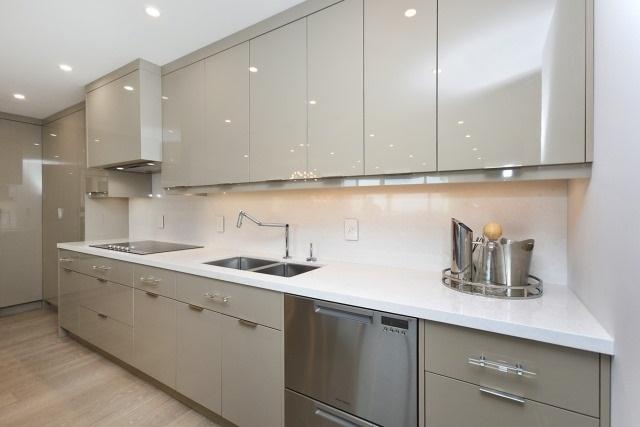 Condo Apartment at 260 Heath St, Unit 1402, Toronto, Ontario. Image 17