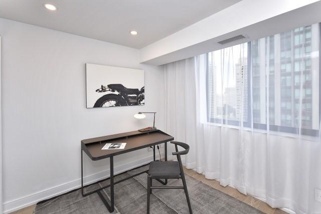 Condo Apartment at 260 Heath St, Unit 1402, Toronto, Ontario. Image 9