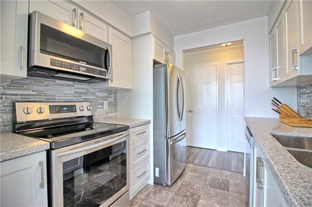 Condo Apartment at 238 Doris Ave, Unit 2511, Toronto, Ontario. Image 10