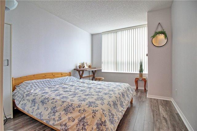 Condo Apartment at 238 Doris Ave, Unit 2511, Toronto, Ontario. Image 11