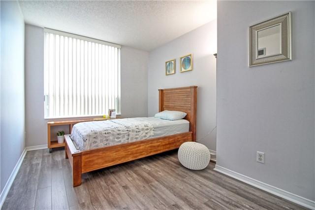 Condo Apartment at 238 Doris Ave, Unit 2511, Toronto, Ontario. Image 12