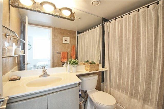 Condo Apartment at 238 Doris Ave, Unit 2511, Toronto, Ontario. Image 13