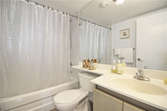Condo Apartment at 238 Doris Ave, Unit 2511, Toronto, Ontario. Image 2