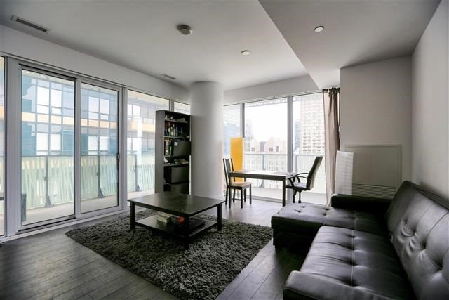 Condo Apartment at 42 Charles St E, Unit 1907, Toronto, Ontario. Image 16