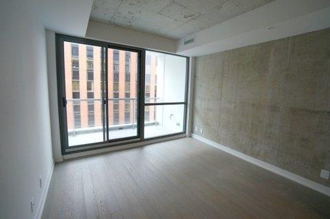 Condo Apartment at 39 Brant St, Unit 821, Toronto, Ontario. Image 1