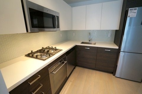 Condo Apartment at 39 Brant St, Unit 821, Toronto, Ontario. Image 7
