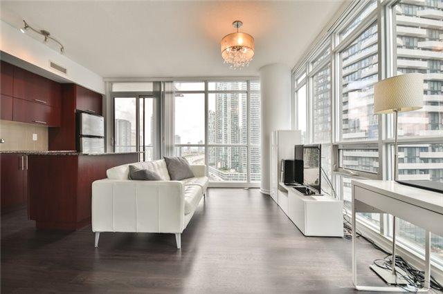 Condo Apartment at 55 Bremner Blvd, Unit 1307, Toronto, Ontario. Image 9