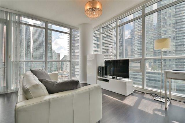 Condo Apartment at 55 Bremner Blvd, Unit 1307, Toronto, Ontario. Image 10