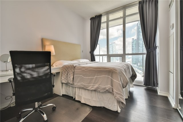 Condo Apartment at 55 Bremner Blvd, Unit 1307, Toronto, Ontario. Image 12