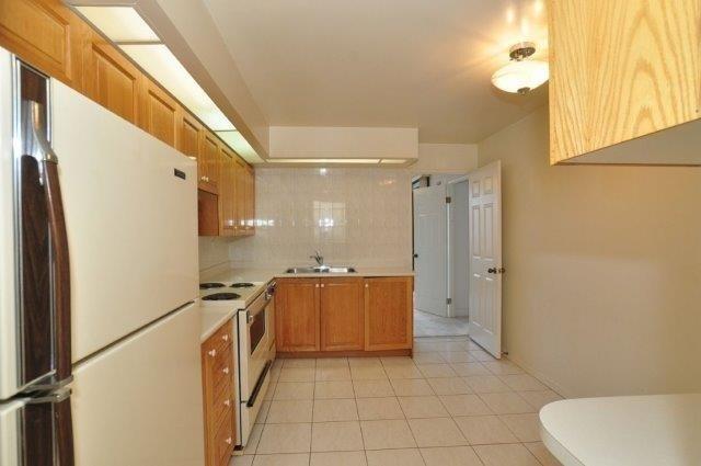Condo Apartment at 33 Elmhurst Ave, Unit 1603, Toronto, Ontario. Image 2