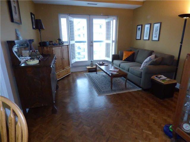 Condo Apartment at 800 Spadina Rd, Unit 601, Toronto, Ontario. Image 2