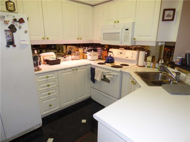 Condo Apartment at 800 Spadina Rd, Unit 601, Toronto, Ontario. Image 4
