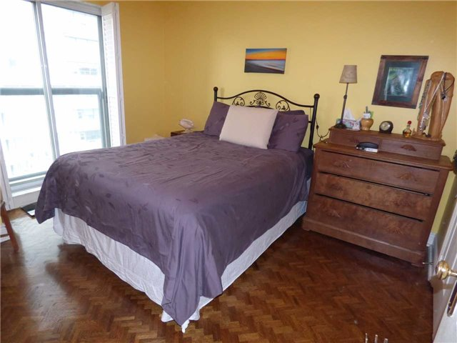 Condo Apartment at 800 Spadina Rd, Unit 601, Toronto, Ontario. Image 5
