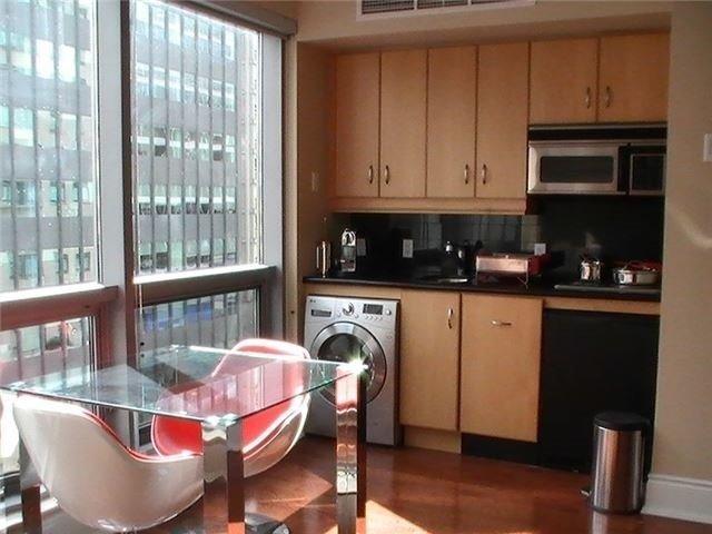 Condo Apartment at 10 Bellair St, Unit 504, Toronto, Ontario. Image 3