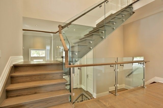 Detached at 38 Caswell Dr, Toronto, Ontario. Image 2