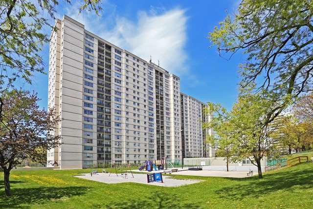 Condo Apartment at 5 Parkway Forest Dr, Unit 901, Toronto, Ontario. Image 8