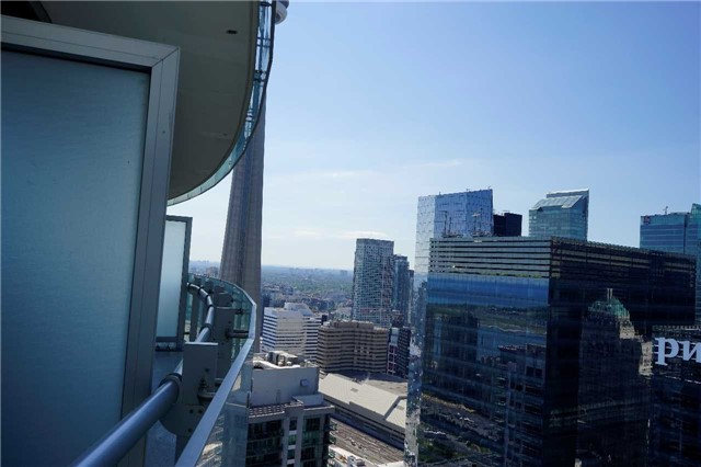 Condo Apartment at 14 York St, Unit 3911, Toronto, Ontario. Image 7