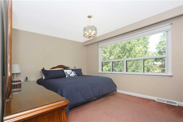 Detached at 42 Clifton Ave, Toronto, Ontario. Image 5