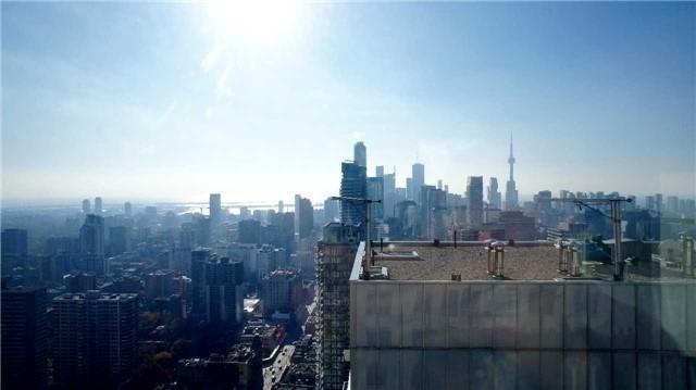 Condo Apartment at 35 Balmuto St, Unit 4402, Toronto, Ontario. Image 3