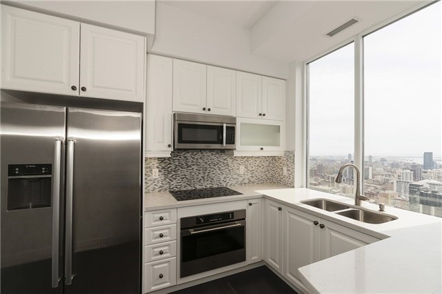 Condo Apartment at 35 Balmuto St, Unit 4402, Toronto, Ontario. Image 5
