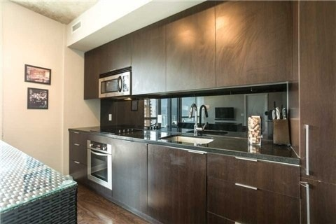 Condo With Common Elements at 478 King St W, Unit 613, Toronto, Ontario. Image 4