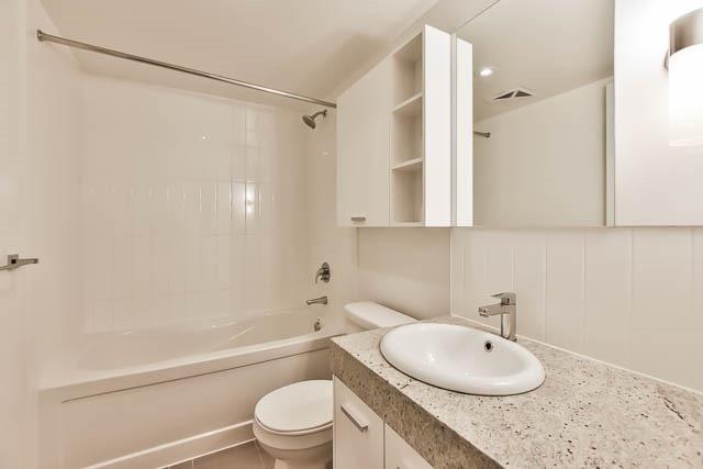 Condo Apartment at 15 Singer Crt, Unit 311, Toronto, Ontario. Image 8