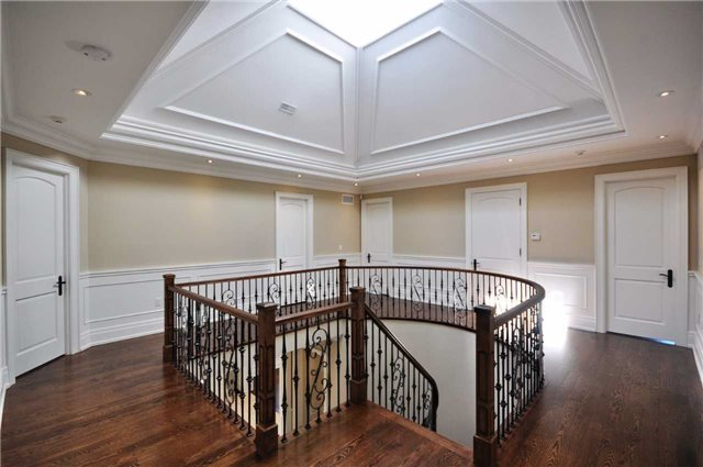 Detached at 2 Normandale Cres, Toronto, Ontario. Image 18