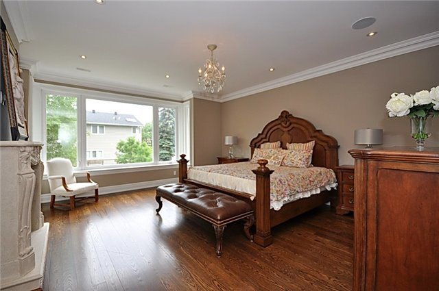 Detached at 2 Normandale Cres, Toronto, Ontario. Image 19