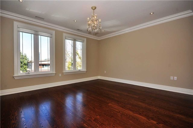 Detached at 2 Normandale Cres, Toronto, Ontario. Image 4