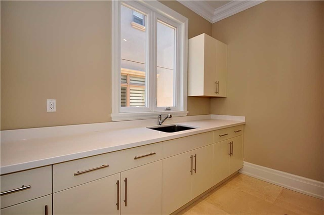 Detached at 2 Normandale Cres, Toronto, Ontario. Image 7
