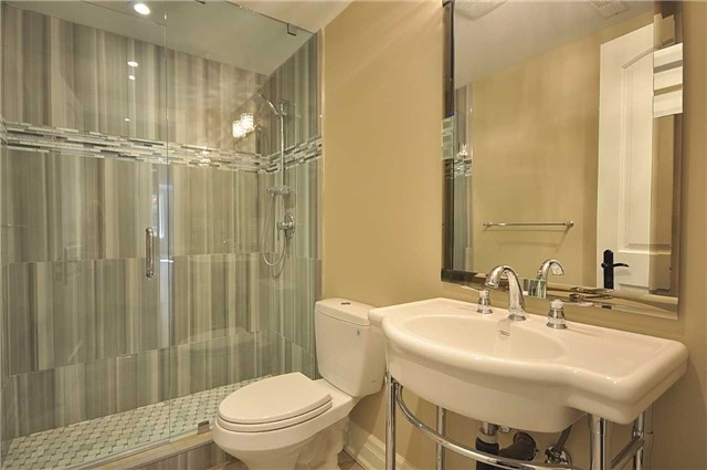 Detached at 2 Normandale Cres, Toronto, Ontario. Image 10