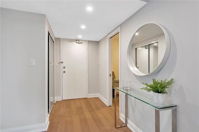 Condo Apartment at 135 George St S, Unit 906, Toronto, Ontario. Image 8