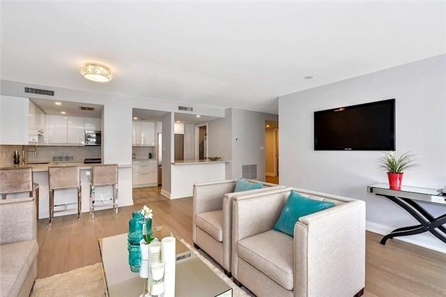 Condo Apartment at 135 George St S, Unit 906, Toronto, Ontario. Image 9