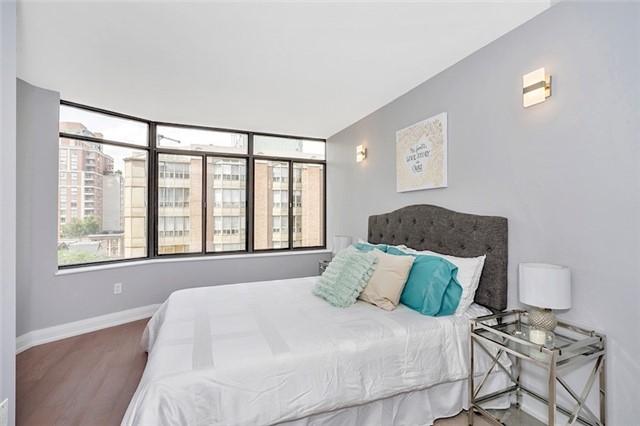 Condo Apartment at 135 George St S, Unit 906, Toronto, Ontario. Image 15