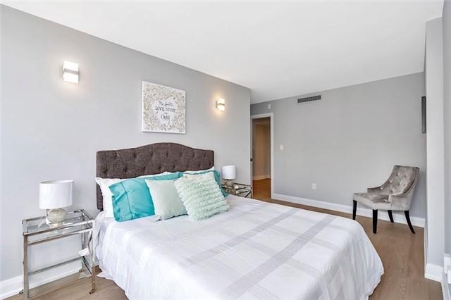 Condo Apartment at 135 George St S, Unit 906, Toronto, Ontario. Image 2