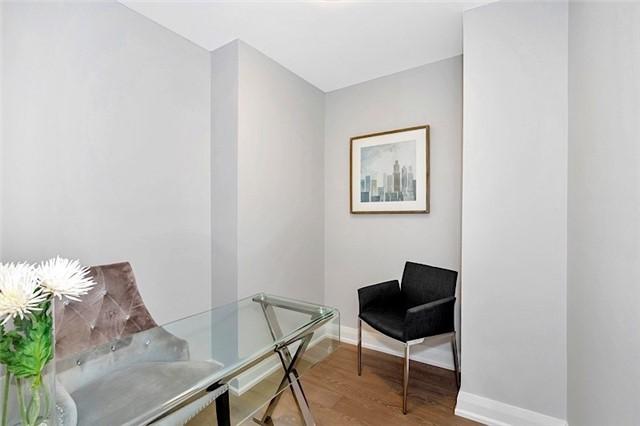 Condo Apartment at 135 George St S, Unit 906, Toronto, Ontario. Image 4