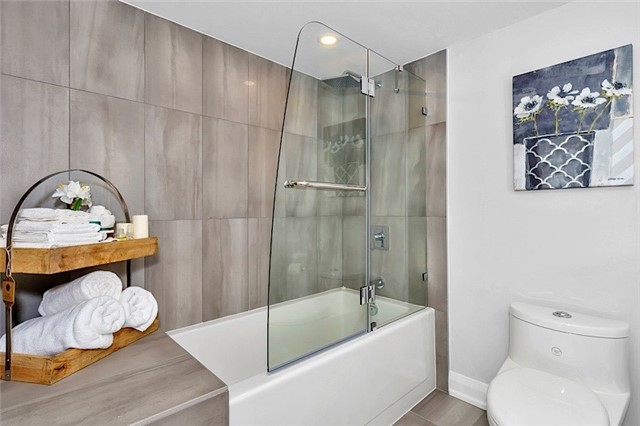 Condo Apartment at 135 George St S, Unit 906, Toronto, Ontario. Image 5