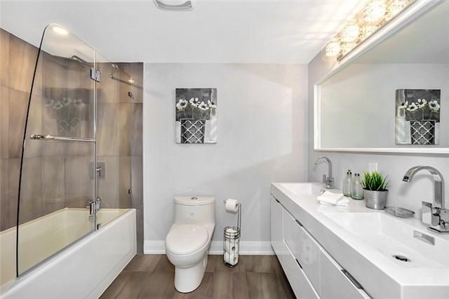 Condo Apartment at 135 George St S, Unit 906, Toronto, Ontario. Image 6