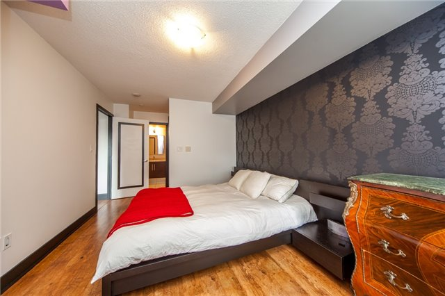 Condo Apartment at 20 Blue Jays Way, Unit 1101, Toronto, Ontario. Image 2