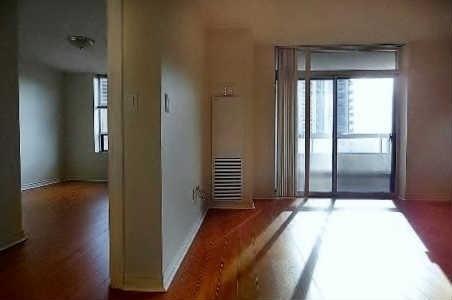 Condo Apartment at 18 Sommerset Way, Unit 1707, Toronto, Ontario. Image 9