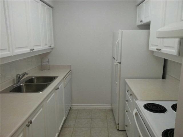 Condo Apartment at 18 Sommerset Way, Unit 1707, Toronto, Ontario. Image 11