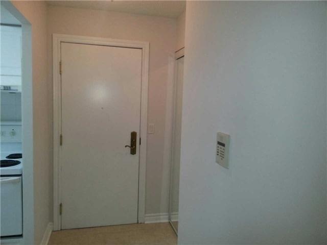 Condo Apartment at 18 Sommerset Way, Unit 1707, Toronto, Ontario. Image 12