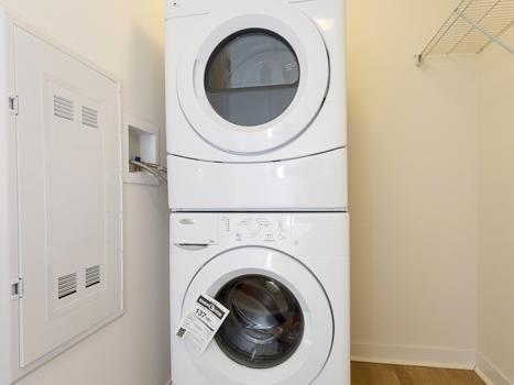 Condo Apartment at 295 Adelaide St W, Unit 4103, Toronto, Ontario. Image 18