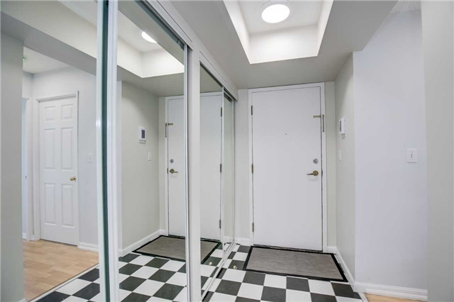 Condo Apartment at 7 Carlton St, Unit 406, Toronto, Ontario. Image 12