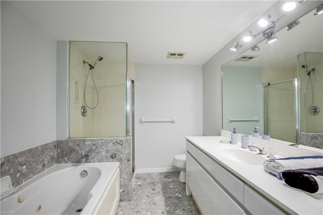Condo Apartment at 7 Carlton St, Unit 406, Toronto, Ontario. Image 5