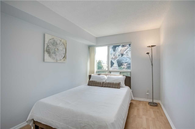 Condo Apartment at 7 Carlton St, Unit 406, Toronto, Ontario. Image 6